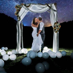 Bride and groom under the alter and the milkyway